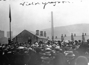 Signed photograph of Victor Grayson speaking a rally, c1907